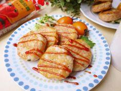用薯泥及白飯做成的薯餅,不僅美味又非常的健康! 裹上蛋液煎到金黃讓香氣更加提昇, 上桌前再擠上小朋友最愛的蕃茄醬,就是最受歡迎的早餐或點心囉!