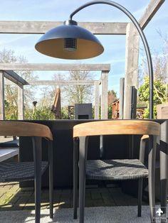 Royal Botania U-Nite (tafel) en Jive (stoelen) zijn binnen.  Een prachtige match van diverse materialen die op elkaar zijn afgestemd.    Diningset gecombineerd met de Dome staand warmte en lamp van Heatsail. Design, Design Comics