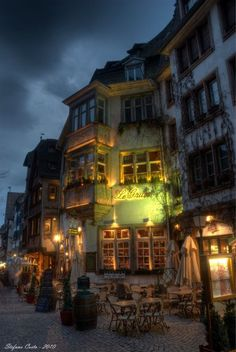 Sidewalk Cafe, Paris, France photo via gilda