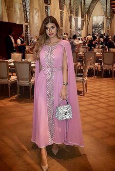 Abaya Style 99782947981785613 - Caftan Morrocco Jellaba Caftan D'or Source by rsayada Abaya Fashion, Muslim Fashion, Fashion Dresses, Indian Dresses, Indian Outfits, African Fashion, Indian Fashion, Mode Abaya, Caftan Dress