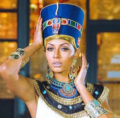 Arielle Símone - Halloween Costumes for Black Women Egyptian Beauty, Egyptian Queen, Egyptian Goddess, Nefertiti Costume, Egyptian Costume, Egyptian Headpiece, Cleopatra Costume, Egyptian Jewelry, African Beauty