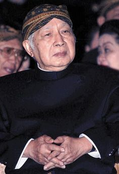Welp, if you're going to loot billions from your national treasury over the course of three decades, you should at least be able to get a nice hat out of it. Suharto-Indonesia.