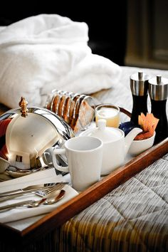 Mothers Day Breakfast Discover Where was this picture when I was designing the cover? Hotel Breakfast, Breakfast Tray, The Breakfast Club, Brunch, Sleepover Food, Tea Snacks, Toast Rack, Breakfast Photography, Mothers Day Breakfast