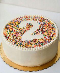 Low Carb Cupcakes, 2 Birthday Cake, Birthday Desserts, Cakes For Boys, Food Cakes, Food Items, Sprinkles, Cake Recipes, Cake Decorating