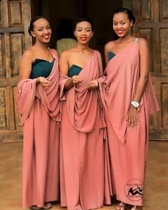 So I came across this picture of 3 beautiful bridesmaid with traditional African dresses and it reminded me of the… African Traditional Wear, African Traditional Wedding Dress, Traditional Wedding Attire, Traditional Dresses, African Print Dresses, African Print Fashion, African Dress, Native Fashion, Dinner Gowns