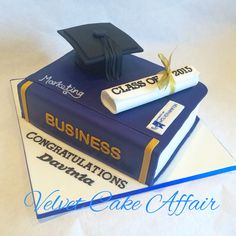 Graduation cake in the colours of The University of Wolverhampton