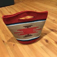 新作完成。#かぎ針#手編み#手編みバッグ#ネイティブ柄#オルテガ