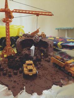Construction Cake Ideas Very Easy Video Instructions Construction Birthday Parties, Construction Party, Boy Birthday Parties, Birthday Fun, Birthday Cakes, Birthday Ideas, Digger Party, Party Cakes, Fun Cakes
