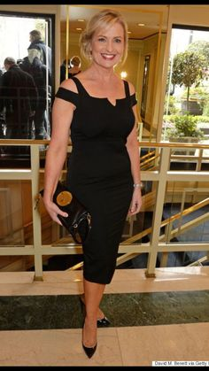 Carol Kirkwood is fast becoming the Ant & Dec of the weather presenting world after bagging her fifth TRIC (Television And Radio Industries Club) award.No one else got a look in after the Beautiful Old Woman, Beautiful Women Over 40, Beautiful People, Stylish Older Women, Older Women Fashion, Old Women, Sexy Women, Carol Kirkwood, Tv Girls