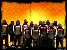 LeBron James tweeted a picture of the Miami Heat wearing hoodies, with their heads bowed in support of Trayvon Martin, the slain teenager whose killing has become a national news story.