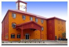 The Soluna Hotel El Paso (Texas) Offering an outdoor pool and a fitness centre, this El Paso hotel is 2 miles from El Paso Zoo.  Each air-conditioned guest room at The Soluna Hotel is furnished with a cable TV, a microwave, and a work desk.
