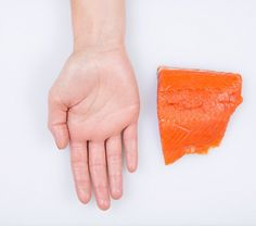 How much fish to eat. FISH: PALM OF HAND - One portion a week would give you enough heart-healthy fatty acids in your diet Heart Healthy Recipes, Healthy Foods To Eat, Gourmet Recipes, Healthy Eating, Keto Recipes, Clean Eating, Food Portions, Coctails Recipes, Peanut Butter