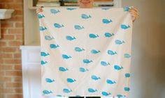 Creëer je eigen textiellijn Opgepast, als je eenmaal aan dit project begint kun je niet meer stoppen! Dit werkt echt verslavend ;). Je zult snel ontdekken dat mogelijkheden eindeloos zijn met textiel bedrukken. Maak je eigen unieke tas, kussenhoes, rompertjes, sjaal of keukenschort.
