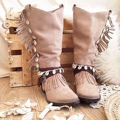 Papúa Layer by Layer Boots <•> Boho Boots botas Boho shells fringe
