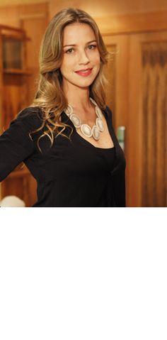 Luana Piovani em Guerra dos Sexos . figurino Marília Carneiro . Colar de prata Junia Machado