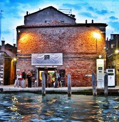 Cosa c'è da fare a Venezia? Teatro, danza e musica! Inizia oggi la primavera del Teatro Fondamenta Nuove di Venezia, ed è ricca di concerti e spettacoli, di residenze e workshop. Qui il programma: http://ift.tt/1iFbNzW Inizia oggi ARTISTI IN RESIDENZA con Silvia Gribaudi. La MUSICA esplode sabato 15 marzo con il jazz-punk degli svedesi Fire! Per DANCE WEEKEND! sabato 22 e domenica 23 marzo Pinocchiata di Ersiliadanza