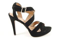 Sandalia de ante negro con plataforma