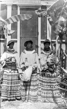 Miccosukee sisters with their crafts outside the mission by State Library and Archives of Florida Native American Tribes, Native American History, Native Americans, Seminole Patchwork, Seminole Indians, Black Indians, Black History Facts, African Diaspora, Before Us