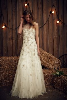 We take a look at the Jenny Packham 2017 Bridal Collection & it's just as beautiful as we imagined. This is a Collection for the bride with a romantic heart . Jenny Packham Wedding Dresses, Jenny Packham Bridal, Wedding Dress Trends, Wedding Gowns, Traditional Gowns, Bridal Skirts, 2017 Bridal, Wedding Hair Inspiration, Wedding Ideas