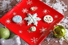 Bone Appétit Bakery - Snow Business, $9.99 (http://www.gottreats.com/gourmet-treats/seasonal/snow-business/)