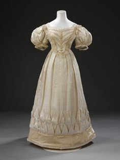 1828 biedermeier gown