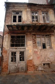 Abandoned House in Florina, Greece. Abandoned Houses, Abandoned Places, Ancient Names, Macedonia, Ghost Towns, Crete, Planet Earth, Athens, Places To Travel