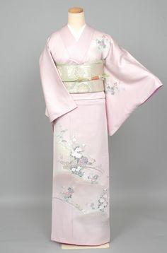 Pale Lavender Houmongi Kimono with Delicate Floral Print Yukata Kimono, Kimono Japan, Kimono Fabric, Japanese Kimono, Kimono Design, Kimono Pattern, Japanese Outfits, College Fashion, Mode Inspiration