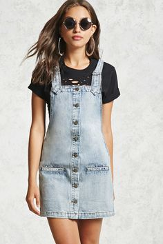 Forever 21 Light Denim Overall Dress Large L Denim Fashion, Look Fashion, Fashion Outfits, Belted Shirt Dress, Jeans Dress, Denim Dresses, 21 Dresses, Dungarees Outfits, Overalls