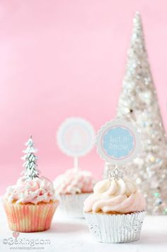 Pretty Little Winter Wonderland Cupcakes from Bakingdom are sure to be a perfect addition to your winter holiday party!