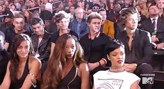 One direction reacts to Miley Cyrus at MVA and other star DRAMA gifs <3