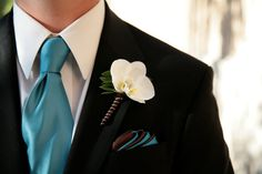 wedding boutonnieres...just needs the peacock feather :)