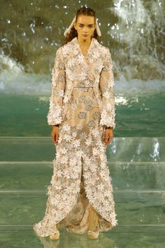 http://www.vogue.com/fashion-shows/fall-2016-couture/fendi/slideshow/collection