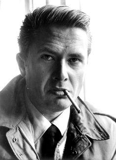 Dziś minęło 50 lat od śmierci Marka Hłaski. Ciągle dużo pisze się o jego życiu, romansach, śmierci i imprezach w Kameralnej, ale czy wraca się do jego twórczości?