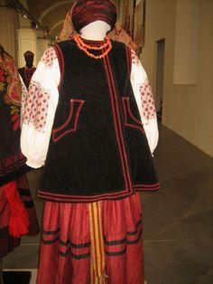 Ukrainian authentic folk costume from Kyiv region. Київщина