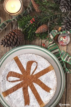 Use this idea with gingerbread cake Christmas Dishes, Christmas Time, Christmas Cakes, Gingerbread Cake, Xmas Food, Christmas Inspiration, Let Them Eat Cake, Caramel, Sweets