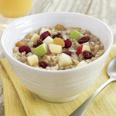 6 Fruit & Maple Oatmeal (McDonald's) - America's Healthiest Fast-Food Breakfasts - Health Mobile Healthy Dorm Snacks, Healthy Dorm Eating, Healthy Fast Food Breakfast, 100 Calorie Snacks, Clean Eating Desserts, Fast Healthy Meals, High Protein Snacks, Health Breakfast, Healthy Recipes