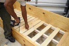 Wooden Pallet Beds, Diy Pallet Bed, Wooden Pallet Projects, Cheap Murphy Bed, Best Murphy Bed, How To Make Sofa, Sofa Bed For Small Spaces, Pink Comforter, Sofa Bed Design