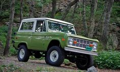 If you don't see me on the block, I ain't tryin' to hide, i blend in wit the hood, I'm camouflage. Btw love love this old ford bronco! Classic Bronco, Classic Ford Broncos, Classic Trucks, Classic Cars, Chevy Classic, Cool Trucks, Cool Cars, Ford Ranger Truck, Ranger 4x4