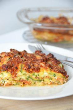Courgette Lasagne Ricotta en Kipgehakt: wat meer van alles. 300 gr kipgehakt gekruid, 1 grote bak ricotta, 1 pak gezeefde tomaten. Beetje panko op de kaas gedaan. Volgende keer toch met lasagnebladen of een keer met aubergine proberen...Was lekker hoor. Je eet er snel teveel van.