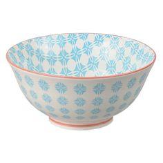 Un joli bol inspiré des motifs chinois traditionnels aux motifscolorés. Des motifs design et sympa qui apporteront élégance et sophistication à toute table!  Ces jolis bols sont parfaits pour y boire vos boissons chaudes ou y manger une préparation à base de riz. 9,00 € http://www.lafolleadresse.com/ceramique-chinoise/665-bol-155-cm-motifs-bleus-sur-fond-blanc.html