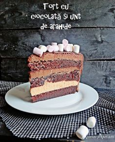 Tort cu ciocolată și unt de arahide (de post) | Alina Avram's Blog Vegan Cake, Vegan Desserts, Happy Foods, Unt, Raw Vegan, Tiramisu, Food And Drink, Cooking Recipes, Sweets
