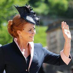 Sarah Ferguson, Wedding Hats, Wedding Ceremony, Windsor, Princess Eugenie And Beatrice, Actress Meghan Markle, Sarah Duchess Of York, Us Actress, Isabel Ii