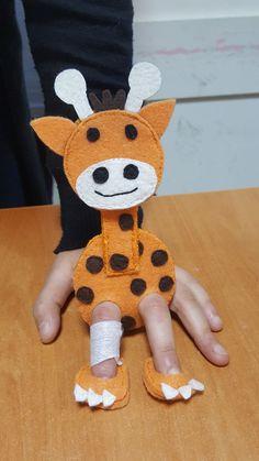 Juego, mano, jirafa Puppet Crafts, Felt Crafts, Crafts For Kids, Felt Puppets, Felt Finger Puppets, Sewing Toys, Sewing Crafts, Felt Books, Operation Christmas Child
