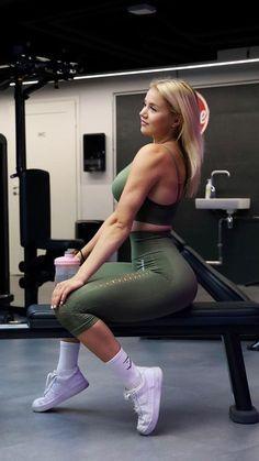 Just add Energy and take your training to the next level. IG: sonjaaiello #Athleisure #WomensFashion #Athleticwear #SportyOutfits #Gymwear #Womens #Autumn2020 #Winter #FallFashion #Trendy #FitnessOutfits #Gym #Seamless #Gymshark #Workout #Style #AW20 #Fashion