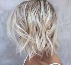 The balayage hair and the short blonde hairstyles are the hottest topics in this year! You can see the balayage hair everywhere now. Ombre hair is trendy. Brown Blonde Hair, Blonde Bobs, Short Blonde, Beach Blonde, Light Blonde, Blonde Hair Over 40, Ash Blonde Bob, Short Platinum Blonde Hair, New Hair