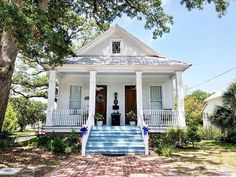 Cody Neathery ⚓️ (@texas.homes) • Instagram photos and videos Small Cottage House Plans, Small Cottage Homes, Cute Cottage, Beach Cottage Style, Cottage Farmhouse, Coastal Cottage, Farmhouse Style, Southern Cottage Homes, Southern Living