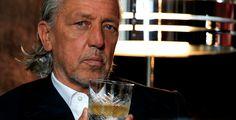 Charles Schumann, leganda mezi barmany a spolutvůrce nové barové kolekce Hommage Restaurant Bar, Gentleman, Alcoholic Drinks, Club, Guys, Bartender, Alcoholic Beverages, Gentleman Style, Boyfriends