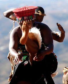 South Africa, Zulu African Traditional Wedding, Traditional Weddings, African History, African Art, Zulu Women, Xhosa, Still I Rise, Dance Like No One Is Watching, Kwazulu Natal