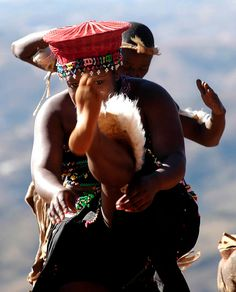 Ek onthou die tog vroue wat riet gekap het in Empangeni, wat ook so flink kon  opskop en sing en dans...  South Africa, Zulu