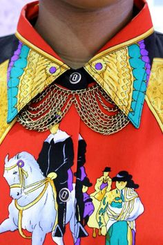 embellished collar, low collar points, gold chain necklace, Latin colours, Latin scene
